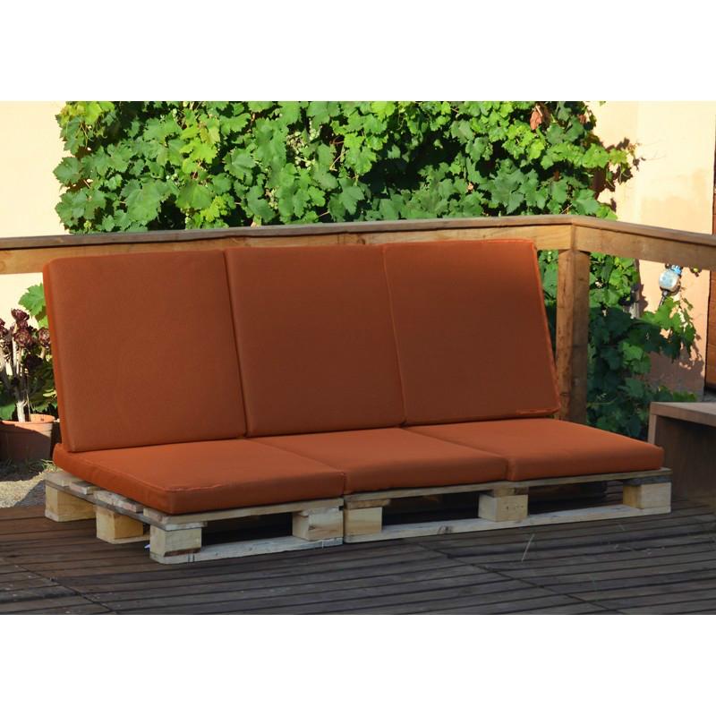 Sofa palet de 3 plazas con coj n para exterior casaytextil Almohadones exterior
