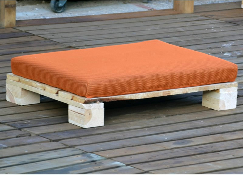 Palet acolchado puff para exterior casaytextil for Cojin para muebles de jardin en palet