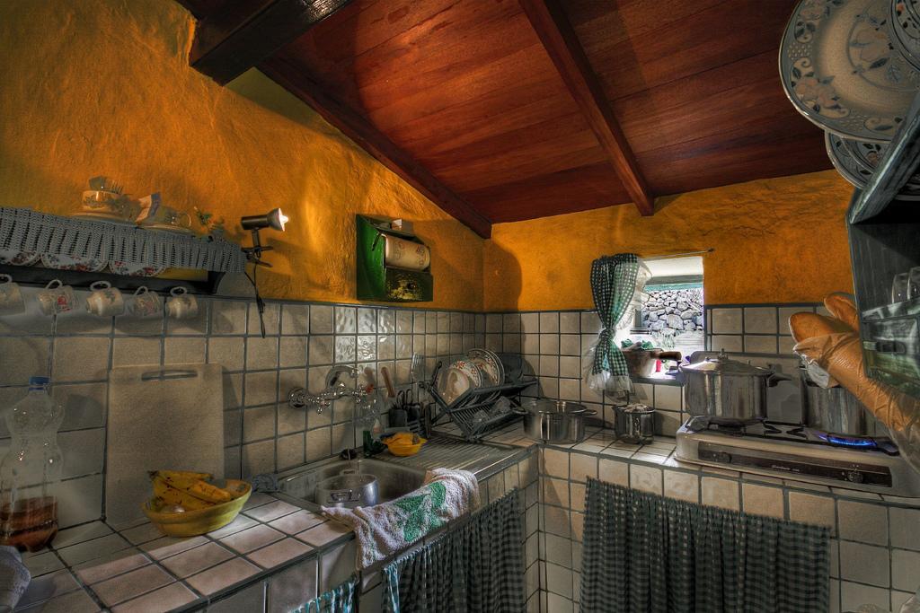 C mo decorar una cocina de estilo r stico for Cortinas de cocina rusticas