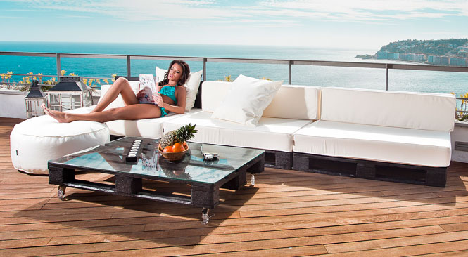 Puffs de pera y muebles de palets para jardn piscinas y playas