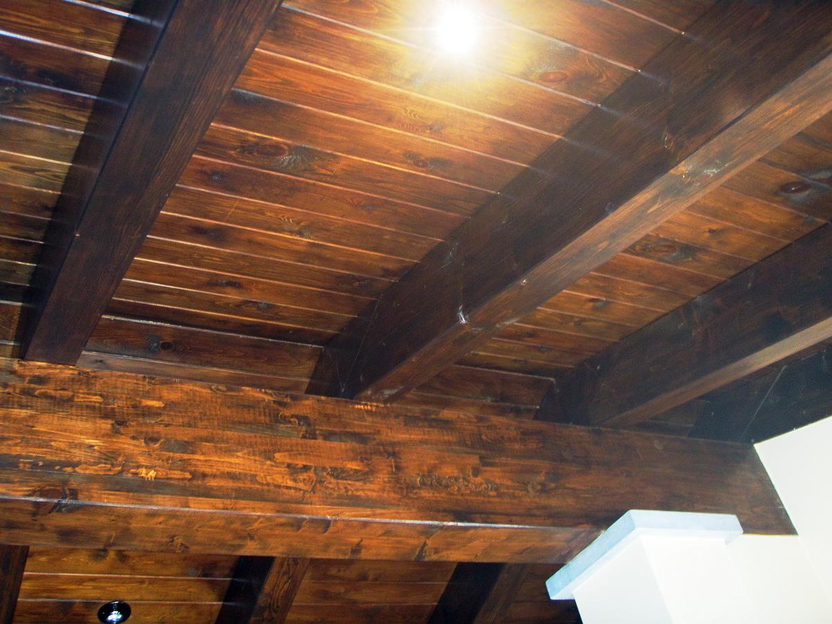 C mo decorar una cocina de estilo r stico - Vigas madera techo ...